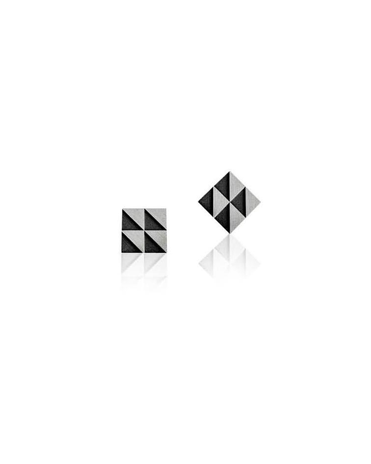 BRINCOS | Black Tile