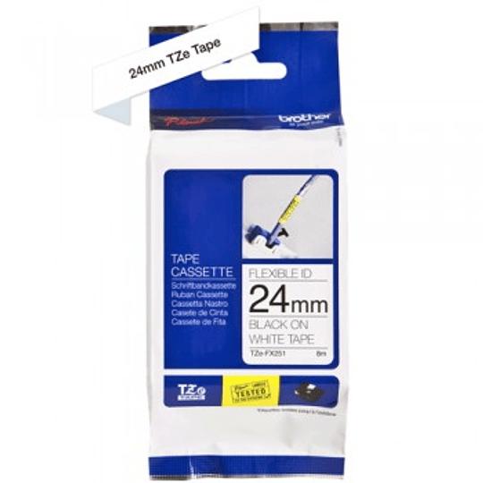Cinta TZeFX251 24 mm Ngr/Blc Flexible