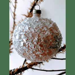 Esfera blanca con nieve