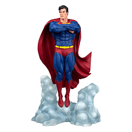 DC Comic Gallery PVC Statue Superman Ascendant