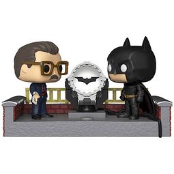 POP! Movie Moments: Batman Begins - Batman with Light Up Bat Signal