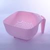 Colador cuadrado rosado con mango