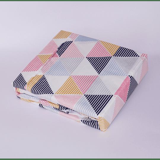 Sabana Microfibra Estampada Triángulo Colores Chantilly  2 plazas