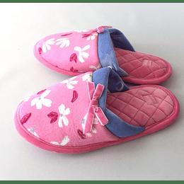 Pantuflas rosas con flores