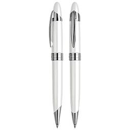 Bolígrafo metálico, con terminales cromados plata. Escritura azul.