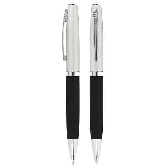 Bolígrafo Metálico bicolor. Cuerpo inferior superficie engomada negra, cuerpo superior plata satinado.