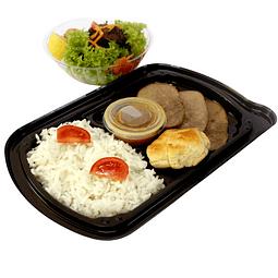 Carne/pollo/salmón con acompañamiento más Ensalada