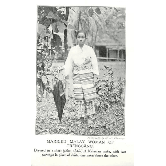 1910 Married Malay Woman Of Trengganu, Two Sarongs