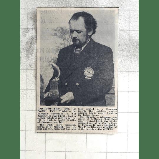 1974 Mr Tony Blewett With The Freddie Ford Trophy 128 Lb Moon Fish