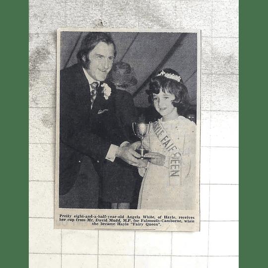 1974 Pretty Eight-year-old Angela White Of Hayle, Fairy Queen, David Mudd