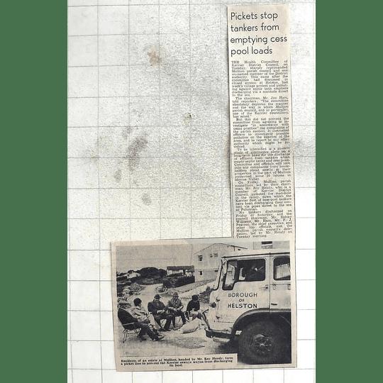 1974 Roy Hendy, Mullion Estate Residents Picket Line. Cesspool Emptying