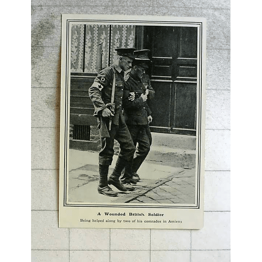1914 Wounded British Soldier Helped Along By Comrades In Amiens