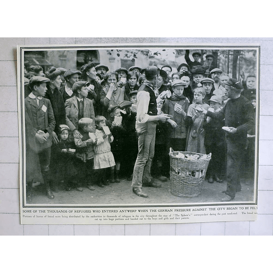 1914 Thousands Of Refugees Received Bread In Antwerp