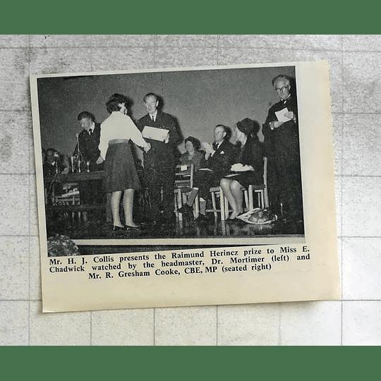 1963 Miss E Chadwick Receives Raimund Herincz Prize Presented By Hj Collis