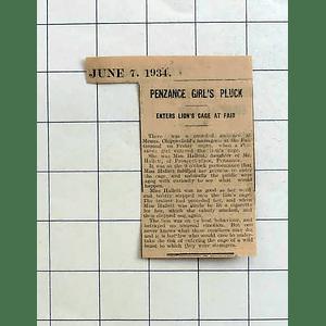 1934 Miss Hallett, Penzance Boldly Steps Into Lion's Cage At Fairground