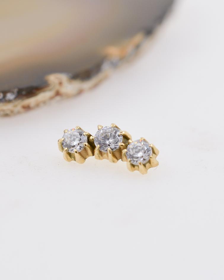 Clúster triple zirconia cristal prong set en oro amarillo – 16g