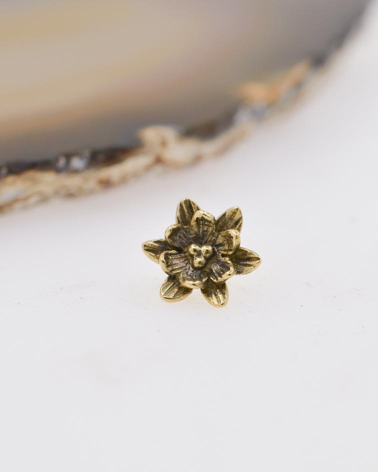 Flor de loto en oro amarillo – 16g