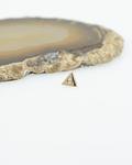 Triángulo con gema brillante en oro  - 16g