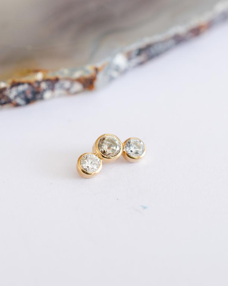 Clúster 3 gemas en curvo en oro amarillo - 16g