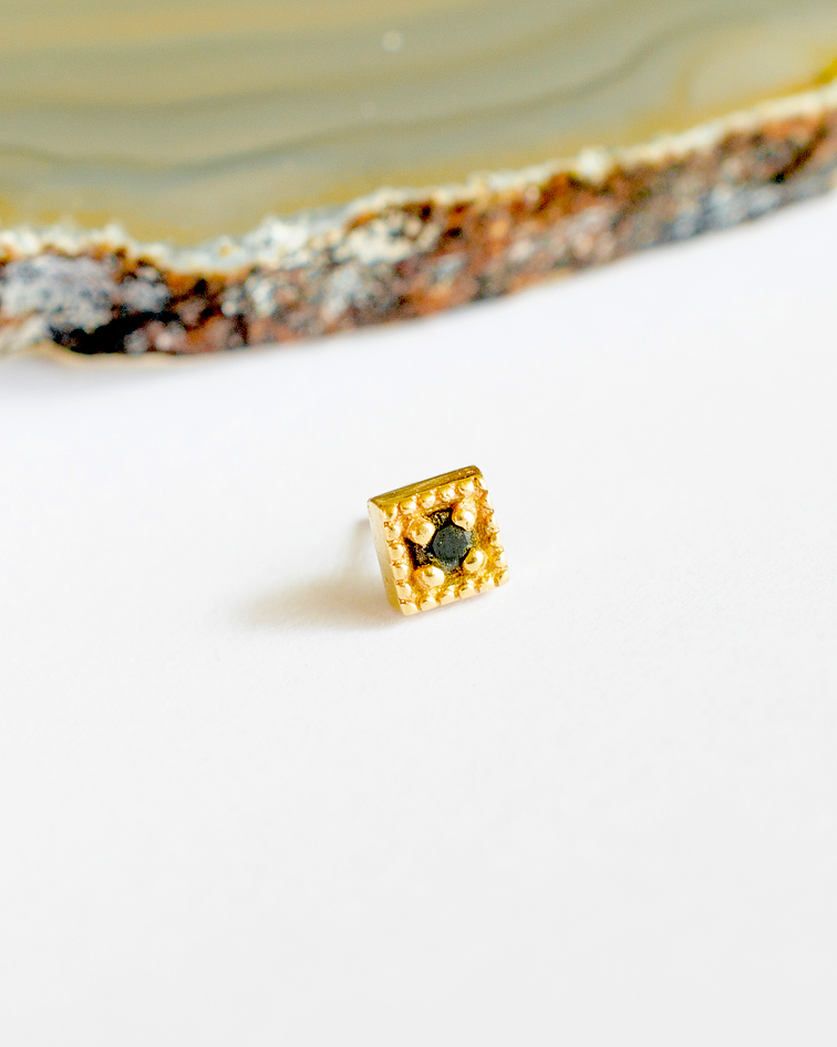 Diamond milgrain en oro amarillo - threadless o pin