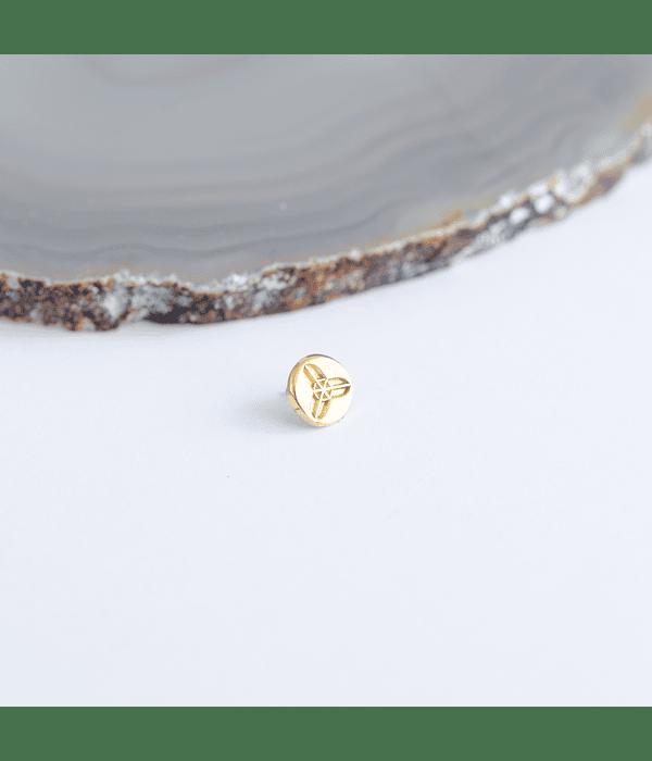 Top redondo con geometria sagrada triple en oro amarillo - Threadless o pin