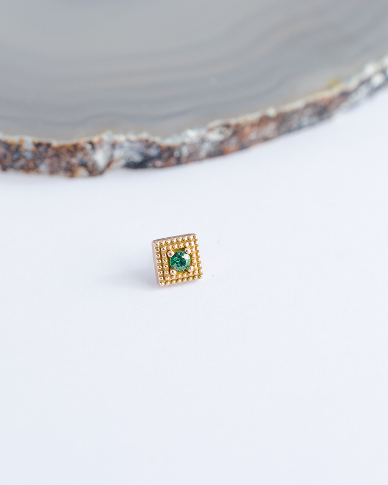 Square double milgrain con gema en oro amarillo - Threadless o pin