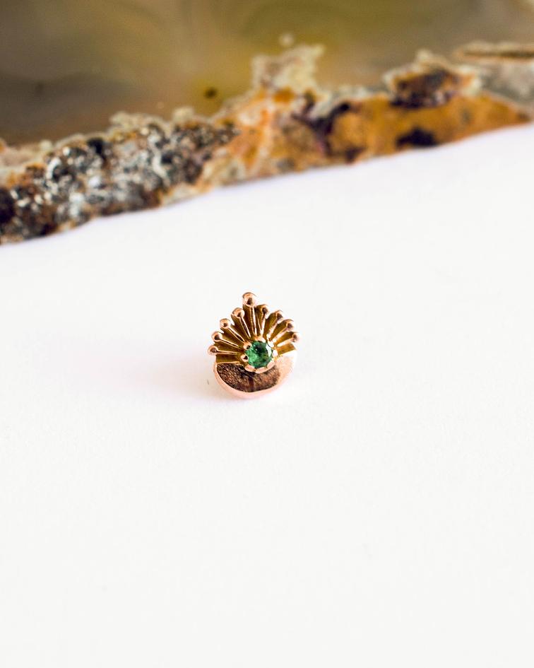 Ornamental con gema en oro amarillo - 16g