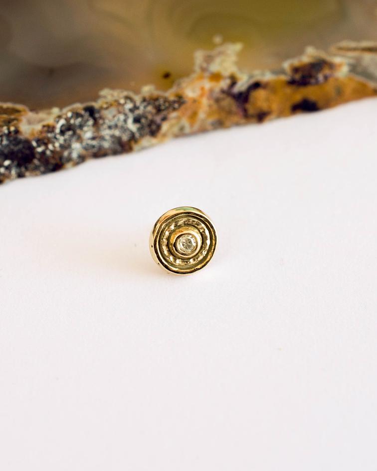 Círculo con centro martillado y gema en oro amarillo - Threadless o pin