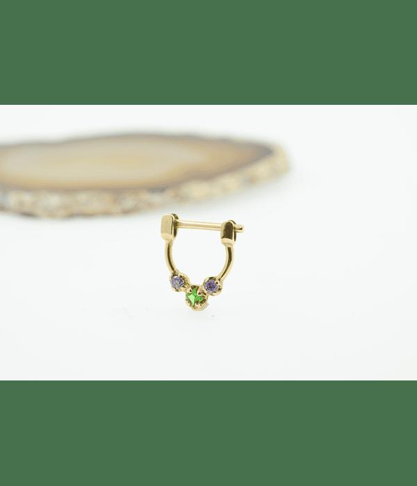Clicker prong set 3 gemas gemas zirconias púrpura y verde esmeralda en oro amarillo