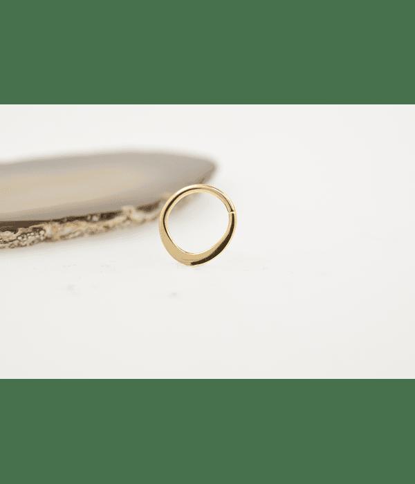 Argolla en gota lisa de oro amarillo