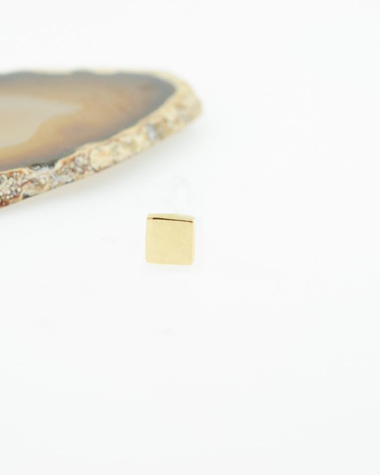 Accesorio cuadrado oro amarillo - 16g