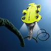ROV submarino QYSEA Fifish V6S con garra robótica.