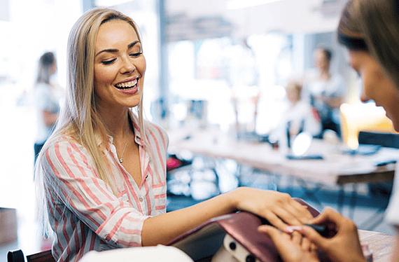 Manicure Tradicional en salones Palumbo a lo largo de Chile. Incluye retiro de cutículas, esmaltado e hidratación manos y cutícula. Promoción válida hasta el30 de Junio o hasta que se agote la promoción. Servicio puede ser usado hasta el30 de Junio del 2019.