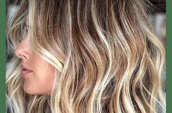 Consiste en decolorar secciones o el total del cabello con la técnica que determine el colorista junto a la clienta (incluye lavado y secado (no brushing)).Servicio puede ser usado hasta el 30 de Septiembrede2020.