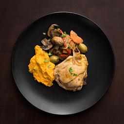 Pollo salteado verduras con puré zanahoria