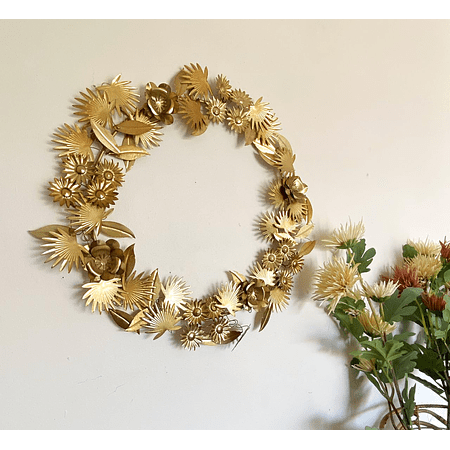 Corona dorada metálica