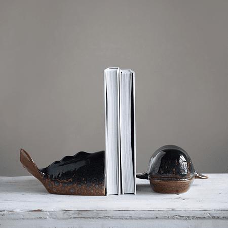 Sujeta libro ballena