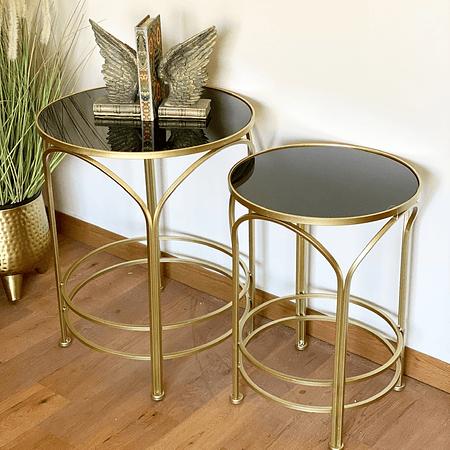 Mesas doradas arcos