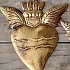 Corazón sagrado alado