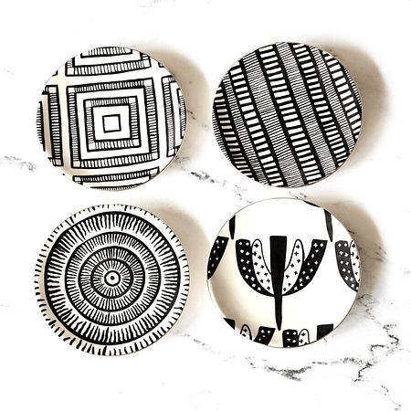 Platos cerámica blanco negro