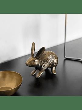 Conejo dorado hierro