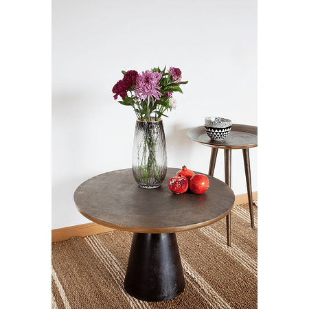 Mesa lateral negra y dorada