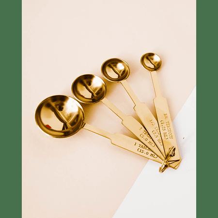 Cucharas medidoras doradas