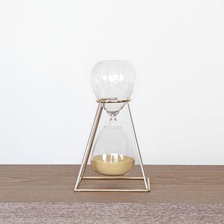 Reloj de arena base dorada