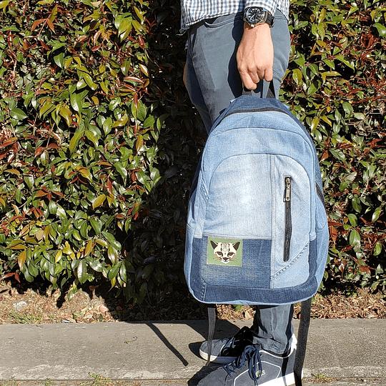 Maleta hecha a base de jeans reutilizados
