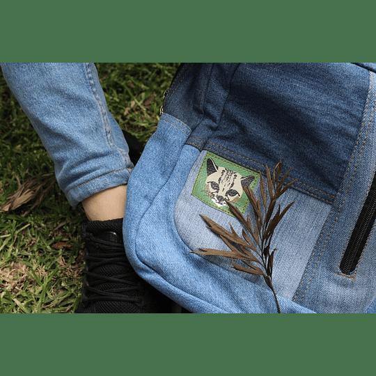 Morral hecho a base de jeans viejos
