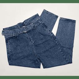 Jeans con cinturón