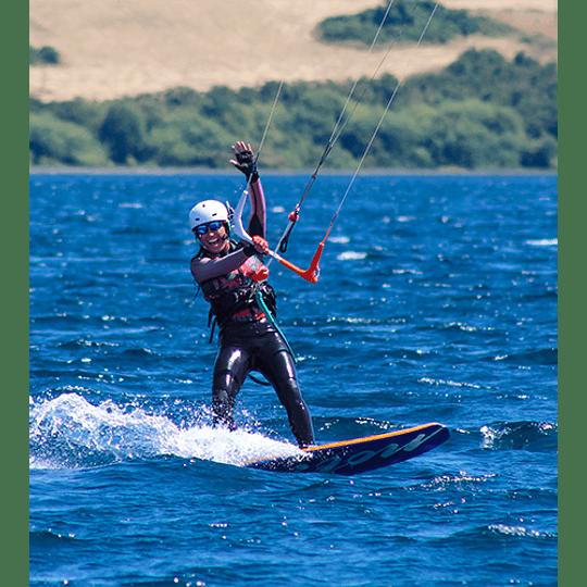 CLASES INDIVIDUALES <br> Kiteboarding / Kitesurf - Image 1
