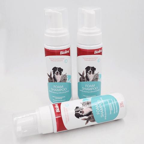 Shampoo en espuma para mascotas perro, gato y conejos.