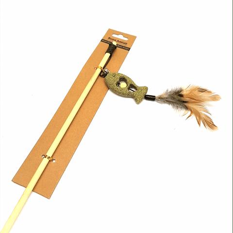 Juguete. Pez de catnip con vara.